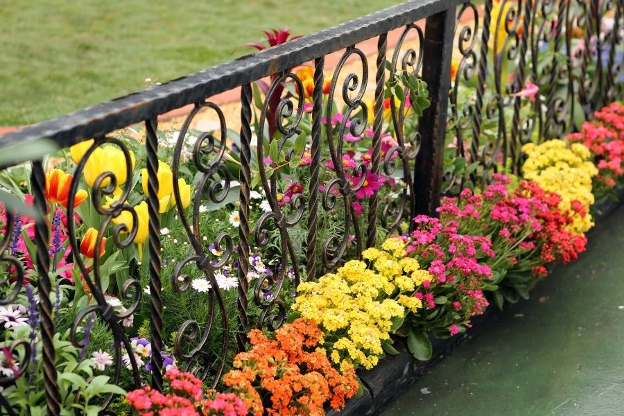 fence best flower pot arrangements