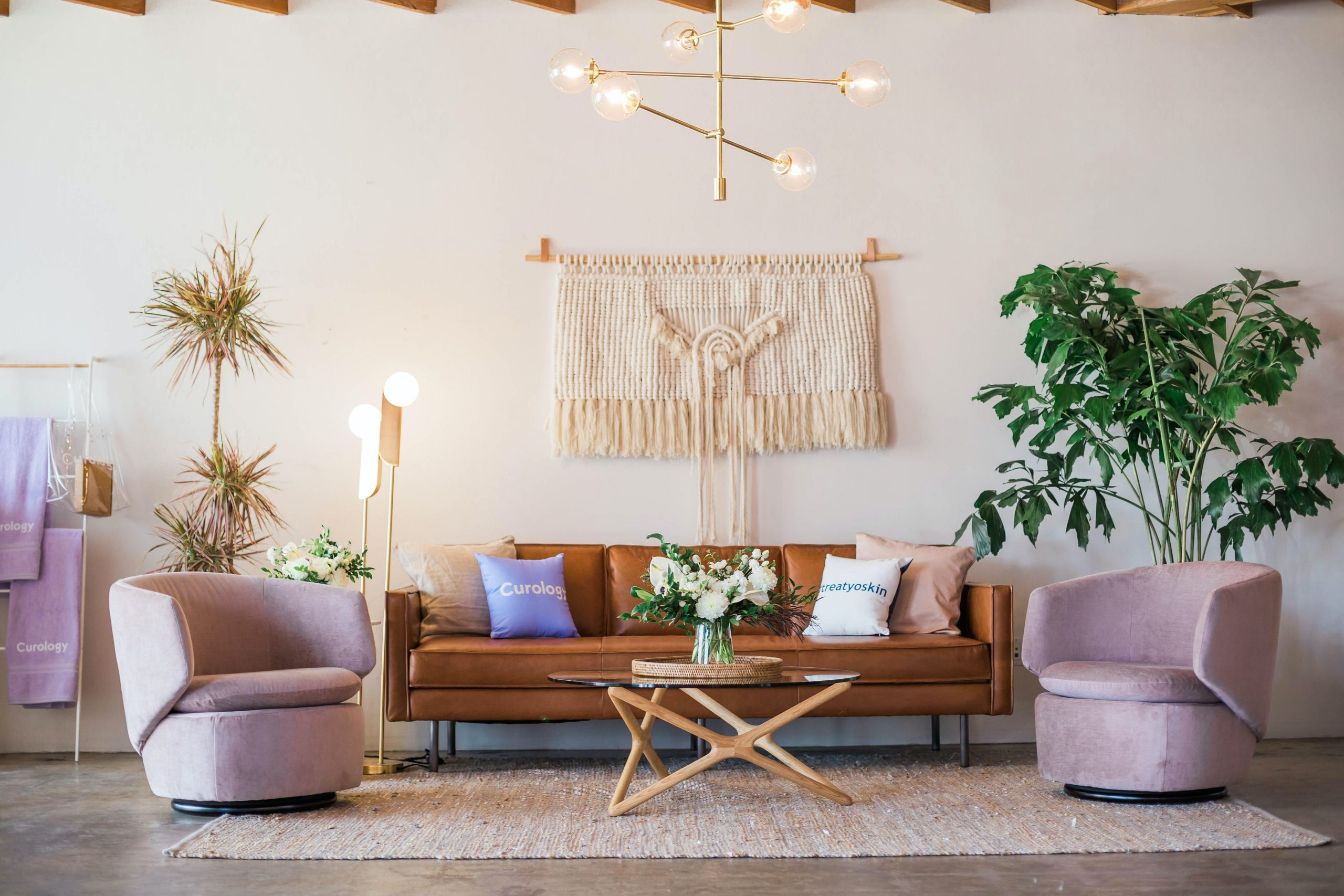 Living room with plants with texture